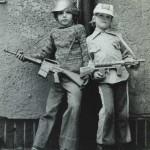 Roland Oesker Kinder mit Spielzeug